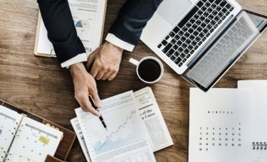 ビジネスのプロになるか、企業人のプロになるか
