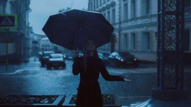 雨の音を聞きながら